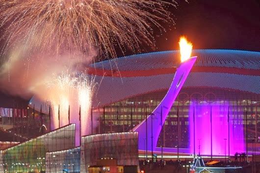 Зажжение-чаши-Олимпийского-огня-на-Медальной-площади-во-время-церемонии-открытия-XXII-зимних-Олимпийских-игр1