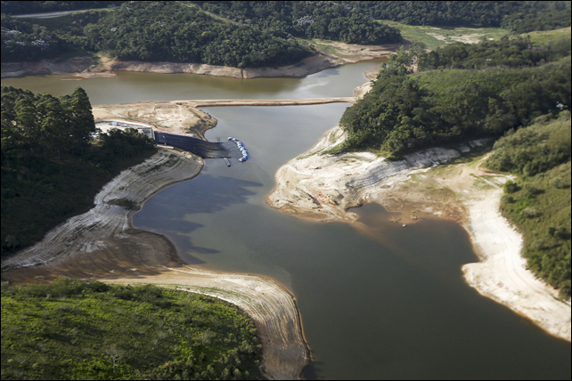 Aerial view of Brazil's Atibainha river dam in December 2014. It is part of Sao Paulo's system of dams, which supplies about half the water to the metropolitan region of 20 million people and is now at historic lows. Photo: Miguel Schincariol / AFP / Getty Images