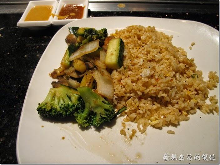 美國-路易斯威爾(Louisville) Sake Blue日本料理。炒飯+主菜+炒菜。