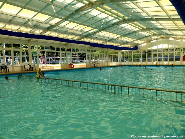 piscina-cubierta-balneario-villatoya.JPG