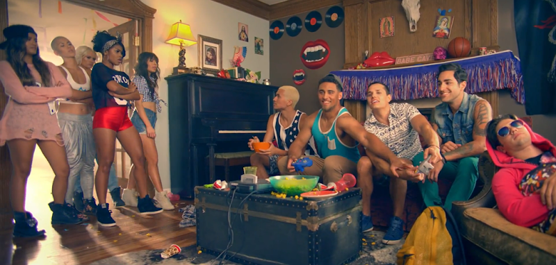 G.R.L. - Vacation - YouTube.mp4_snapshot_01.05_[2013.09.11_04.57.22]
