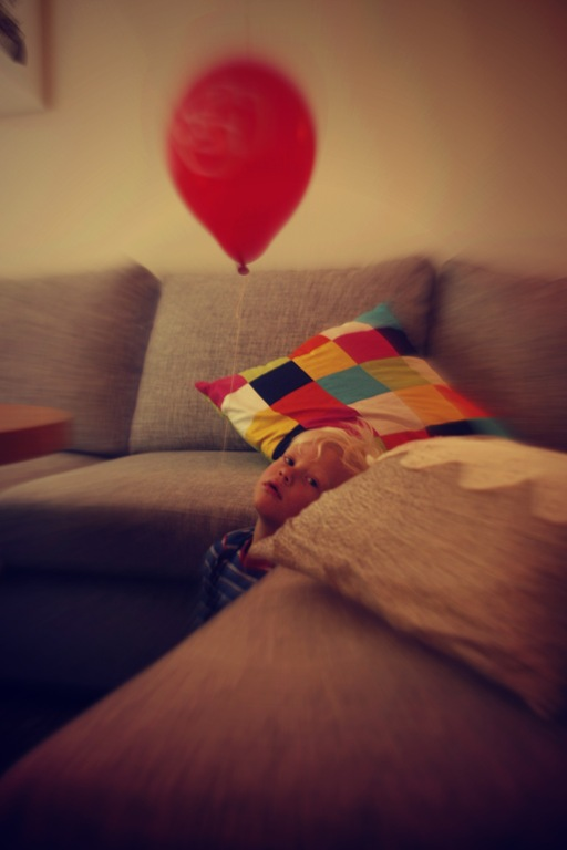 emrik & balloon 2