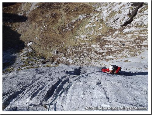 Via Intrusos 350m MD  7a  (6b A0 Oblig) (Alto Les Palanques, Picos de Europa) (Victor) 0025