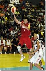 徐千惠招牌的飛身上籃頻頻賺取分數,整場攻下19分