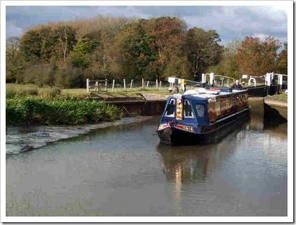 October 2008 151 Aground above Pywells Lock B.jpg