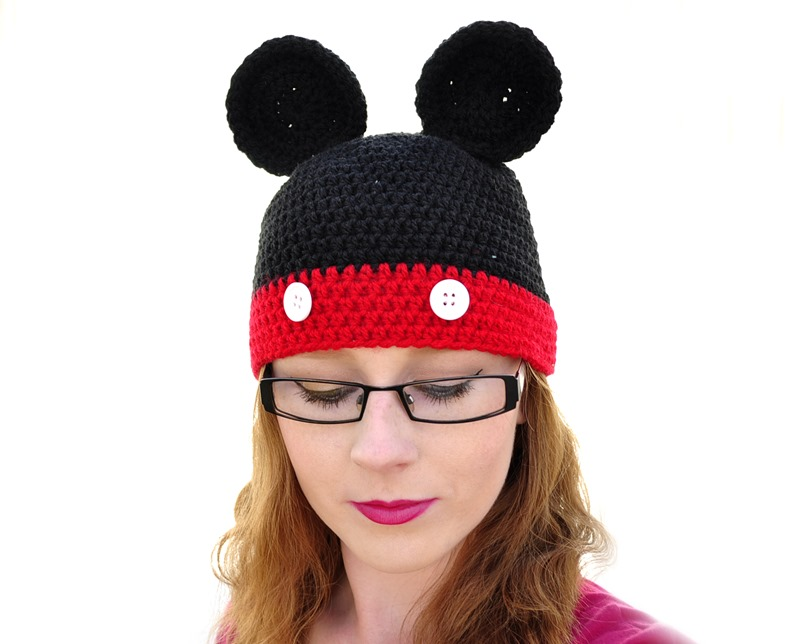 Mickey mouse hat fashion blogger