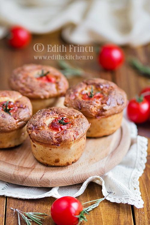 Muffins cu cascaval si rosii cherry