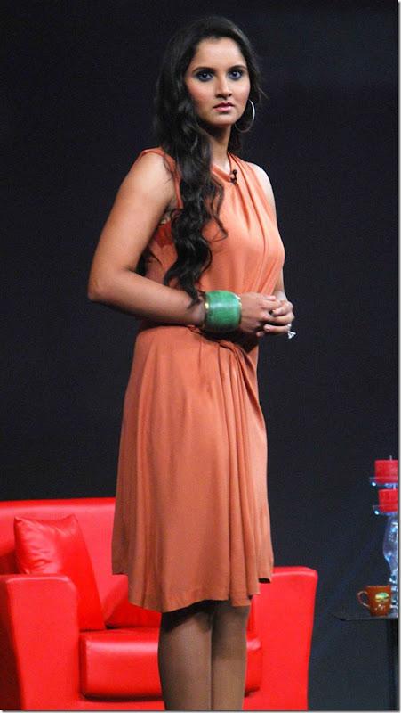"""Shoaib Malik and Sania Mirza on Raveena's show """"Isi ka Naam Zindagi Hai""""-1"""