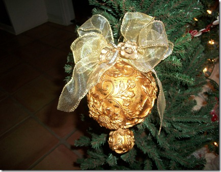 Ornaments with vintage jewelry 006