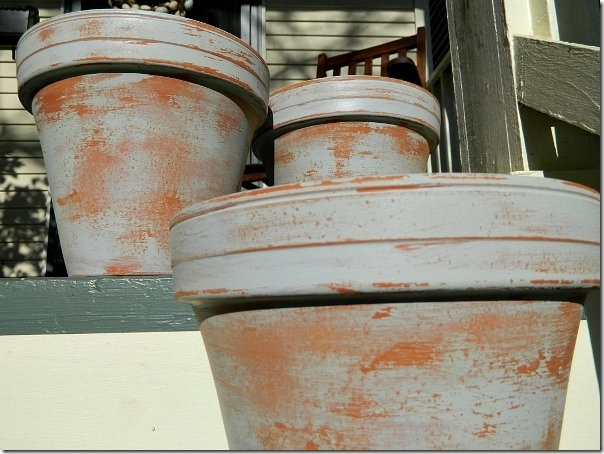 Terracotta_planters_aged_with_paint