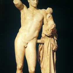 75 - Praxíteles - Hermes con el niño Dionisos