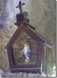 Virgen del Rosario en la Cueva de la Moneda