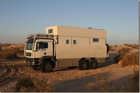 Traverser le désert en camion UNICAT TGA 6 × 6 (3)
