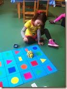 σχήματα και χρώματα με το Bee Bot (2)
