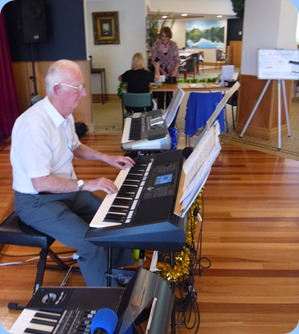 Peter Jackson playing his Yamaha PSR-S950 for the members and residents.