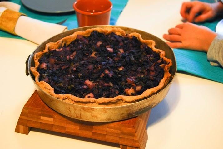 DSC_7070-2 torta salata con cavolo rosso, cavolo nero e patate