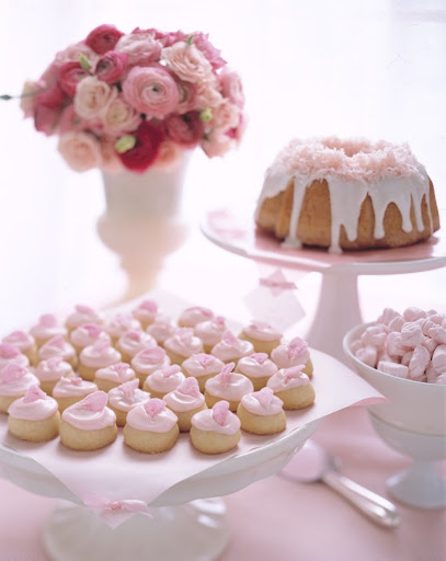 Pink coconut cake. (marthastewartweddings.com)