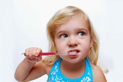 girl-brushing-teeth1
