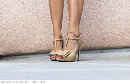 'Jessica-Simpson-nude-patent-heels-bow3' photo (c) 2009, Maegan Tintari - license: http://creativecommons.org/licenses/by/2.0/