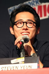Steven Yeun New York Comic Con Walking Dead OcATJfIuUk2l