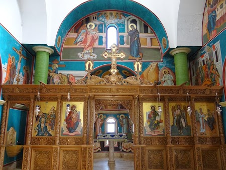 19. Altar biserica Iordan.JPG