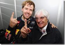 Sebastian Vettel festeggia con Bernie Ecclestone