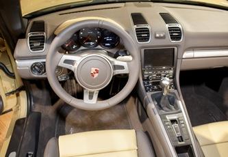 2013-Porsche-Boxster-interior