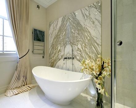 baño-de-lujo-marmol-pared