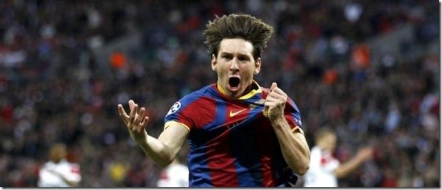 Messi-empuna-el-escudo-azulgra_54161058803_53389389549_600_396
