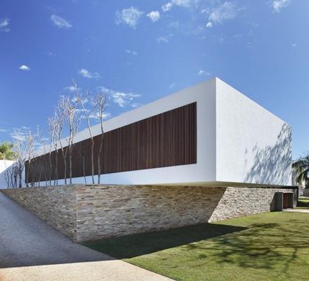 muros-revestimiento-piedra-madera-Casa-SN-Guilherme-Torres