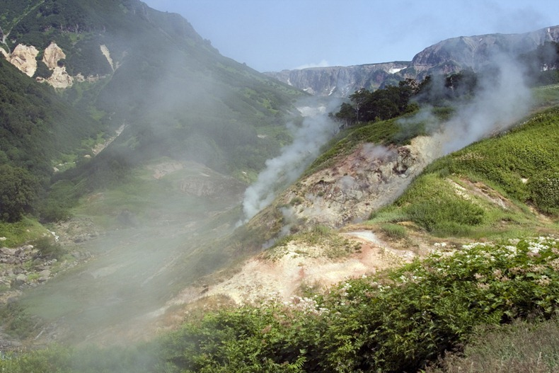 valley-of-geysers-9