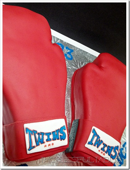 boxing gloves cake 016a