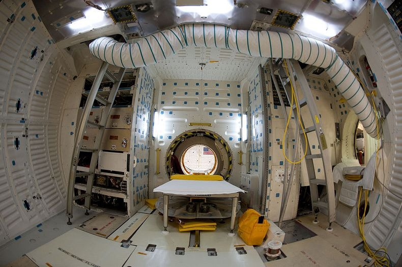 endeavour-flight-deck-7
