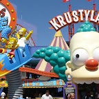 La nouvelle attraction du parc Universal Studios Hollywood : the Simpsons Ride, qui se passe dans le parc d'attraction au rabais de notre ami Krusty.