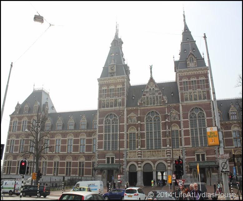Rijks Museum street side