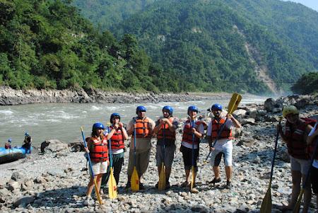 Rafting Nepal: echipa casti albastre