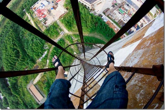 roofers_not_afraid_of_heights_16
