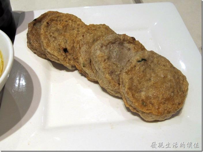 上海八百伴-新旺茶餐廳。香煎魚餅,RMB52。拒絕往來,又老又硬,根本就咬不下去,就算勉強要下去了,味道也不怎麼樣。