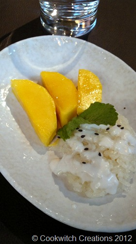 Sticky coconut rice with fresh Asian mango