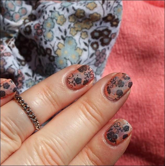 Nageldesign Nail Art Fabrics Frühlingsschal Apricot Flowers