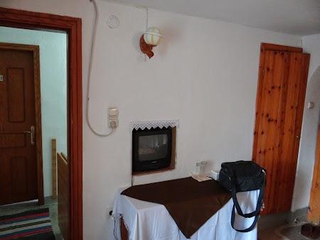 05. Televizor incastrat in perete.JPG