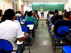 22/12/2013. Crédito: Zuleika de Souza/CB/D.A Press. Brasil. Brasília - DF. Pessoas que continuam estudando para concurso durante o feriado na sala de aula da Vestcon.
