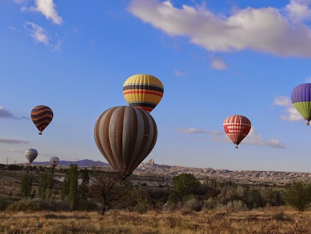 35. Baloane la aterizare in Cappadocia.JPG