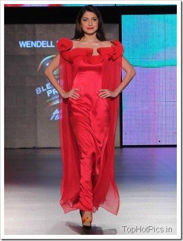 Anushka Sharma Hot Red Dress on Ramp 1