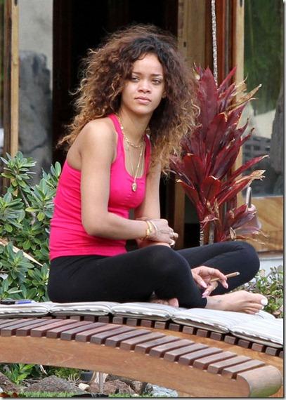 Rihanna Rihanna Smokes Hawaii AcMoTAQJYvMl