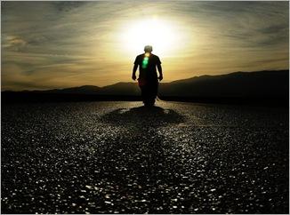 Caminho - Homem caminhando para o por do sol