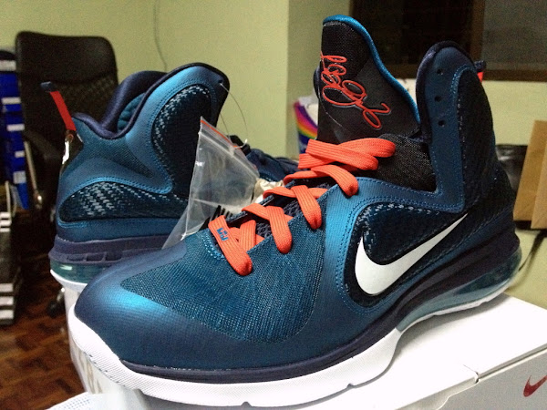 Nike LeBron 9 8220Swingman8221 Red or Navy Laces