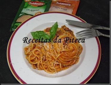 Esparguete com molho de carne grelhada