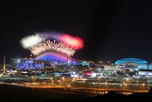 Салют-над-Олимпийским-парком-во-время-церемонии-открытия-XXII-зимних-Олимпийских-игр1
