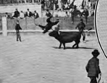 1909-06-17 (Los Toros) espectadores en el ruedo 03 Cogida de Jose Monge Gonzalez